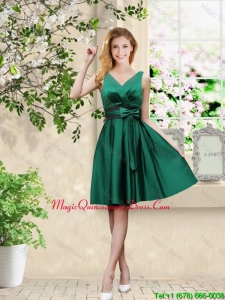 Wonderful V Neck Bowknot Hunter Green Dama Dresses with Knee Length
