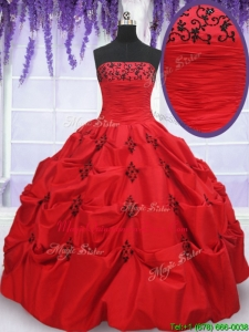 2017 Luxurious Strapless Applique and Bubble Red Quinceanera Dress in Taffeta