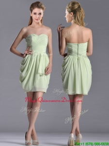 2016 Popular Ruched Decorated Bodice Short Dama Dress in Yellow Green