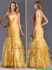 Elegant Mermaid One Shoulder Organza Ruffled Dama Dress in Gold