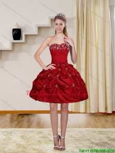 2015 Exclusive Red Strapless Dama Dresses with Embroidery