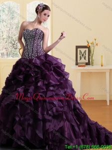 2015 Elegant Sweetheart Burgundy Quinceanera Dress with Ruffles and Beading