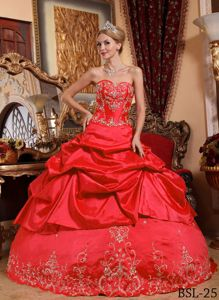 Beautiful Red Ball Gown Sweet 15 Dresses with Pick-ups and Embroidery