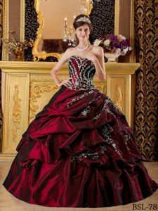 Wine Red Sweetheart Princess Dresses for Quinceanera with Appliques and Pick-ups