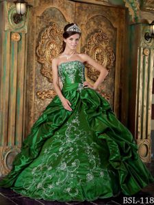 Gorgeous Green Strapless Floor-length Quinceanera Gown Dresses with Appliques