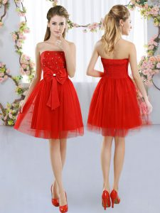 Sexy Strapless Sleeveless Dama Dress for Quinceanera Mini Length Beading and Bowknot Red Tulle