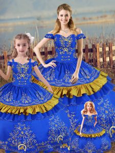 Off The Shoulder Sleeveless Vestidos de Quinceanera Floor Length Embroidery Blue Satin