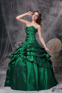 Green Appliqued Sweetheart Long Quince Dress with Pick-ups and Flower