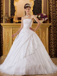 Wholesale Lace-up White Floor-length Quince Dress with Appliques in Troy