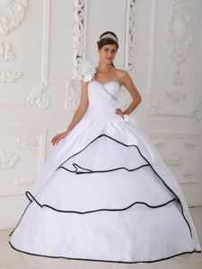 One-Shoulder Layered Sweet 15 Dresses in White with Hand-Made Flowers in Rennes