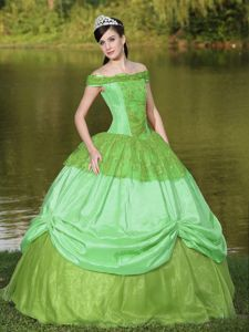 Green Off The Shoulder A-line Sweet Sixteen Dress with Appliques in Dumont