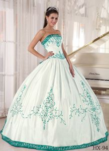 Popular White Quinceanera Gown with Turquoise Embroidery in USA