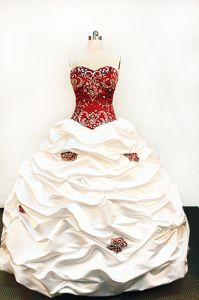 Strapless White and Red Embroidery Quinceanera Dress in La Arena Peru