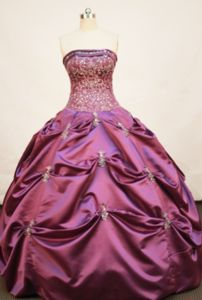 Moyobamba Peru Strapless Pick-ups and Embroidery Fuchsia Quinceanera Dress