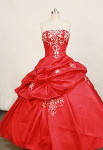 Strapless Red Beading and Appliques Quinceanera Dress in Soledad Colombia