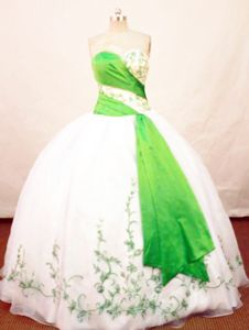 Embroidery Sweetheart White And Green Quinceanera Dress in Pisco Peru