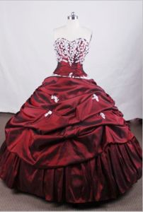 Burgundy Sweetheart Appliques Pick-ups Quinceanera Dress in Toluca Mexico