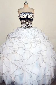 Ruffles Strapless White Appliques Quinceanera Dress in Contagem Brazil