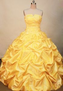 Yellow Strapless Pick Ups Quinceanera Gowns in Le Sentier Switzerland