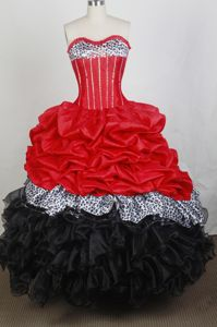 New Sweetheart Pick-ups and Beads Red And Black Quinceanera Dress in Abbeville
