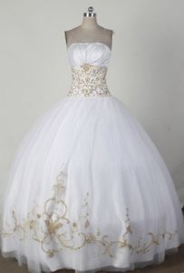 Simple Strapless Floor-length White Quince Dresses in Alabaster with Embroidery