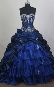 Beautiful Chapel Train Navy Blue Sweetheart Ruffled Sweet 15 Dresses in Alpine