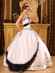 Black and White Sweet Sixteen Dress Decorated Decorated with Embroidery