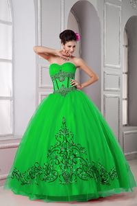Green Ball Gown Sweetheart Tulle Beading Quinceanera Dresss with Embroidery