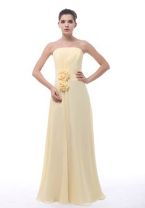 Modest Strapless Light Yellow Full-length Quinceanera Dama Dress with Flowers