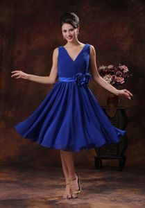 Lovely Royal Blue V-neck Tea-length Bridesmaid Dama Dresses with Flower
