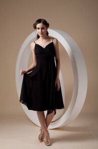 Sexy Black Tea-length Ruched Damas Dress with Spaghetti Straps and Bow