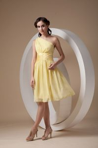Lovely Yellow One Shoulder Knee-length Quince Damas Dresses with Ruche