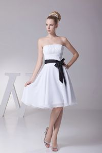 Lovely Ruched Strapless White Knee-length Dama Dresses with Black Sash