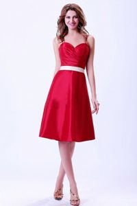 Beautiful Red Sweetheart Knee-length Quince Damas Dress with White Belt