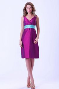 Pretty V-neck Fuchsia Knee-length Prom Dresses For Dama with Blue Belt