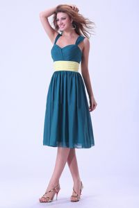 Simple Teal Knee-length Quince Dama Dresses with Straps and Yellow Belt
