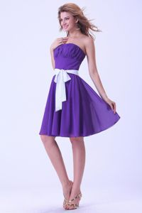 Lovely Ruched Strapless Purple Knee-length Dama Dresses with White Sash