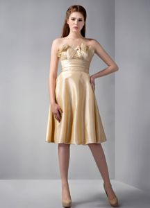 Unique Strapless Champagne Knee-length Damas Quinceanera Dress with Ruche
