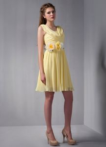 Pretty Yellow Ruched V-neck Mini-length 15 Dresses For Dama with Flowers