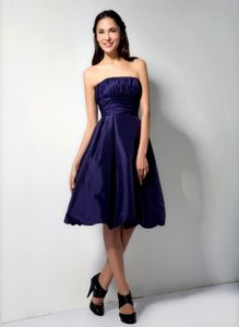 Modest Purple Ruched Strapless Knee-length Dress For Damas with Pick-ups
