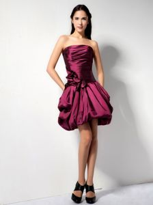 Strapless Burgundy Mini-length Party Dama Dresses with Flower and Pick-ups