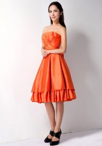 Bright Ruched Strapless Orange Red Knee-length Damas Dresses For Quince