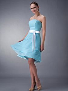 Baby Blue Strapless Knee-length 15 Dress For Damas with Sash and Layers