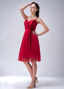 Luxurious Red Knee-length Bridesmaid Damas Dress with Straps and Flower