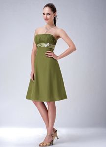 Olive Green Ruched Strapless Knee-length Dama Dresses with Belt in Boise