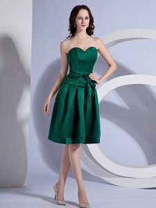 Modest Dark Green Sweetheart Knee-length Dama Dress with Bow in Flint