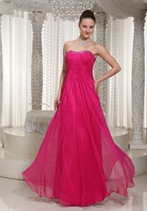 Column Beaded Floor-Length Ruched Dress for Dama in Fuchsia in Glencarse