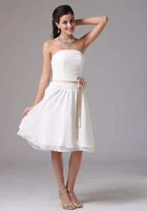 Column Strapless Ruched Knee-Length Dama Dress in White in Kinross