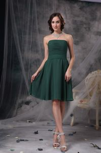 Hunter Green A-Line Strapless Knee-Length Ruched Dresses for Dama in Stenton