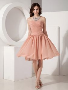 A-Line Sweetheart Knee-Length Dama Dress with Ruching in Peach in Evanton